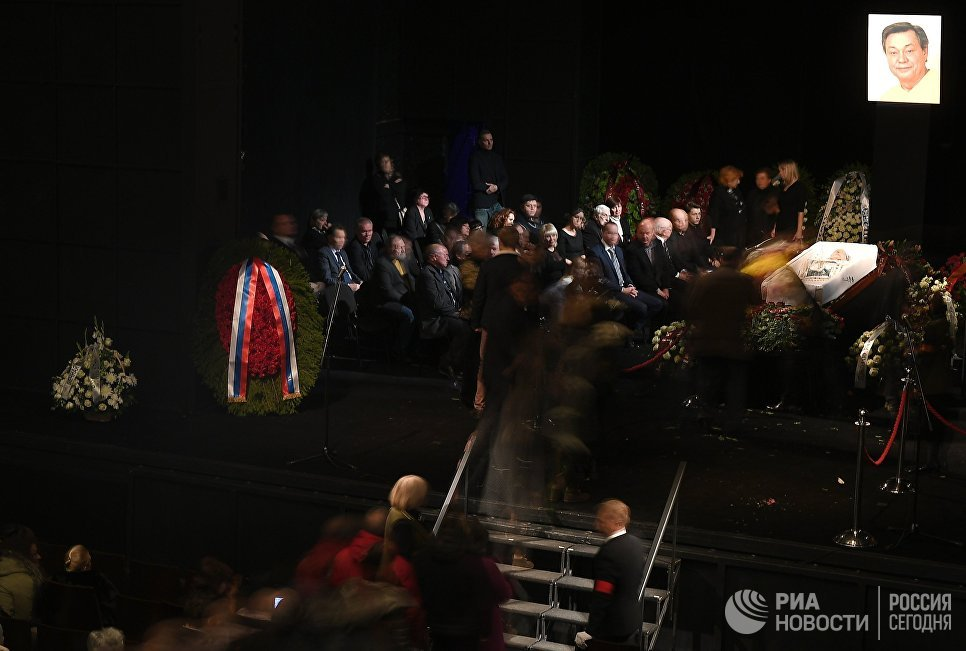 Караченцова похоронили на Троекуровском кладбище