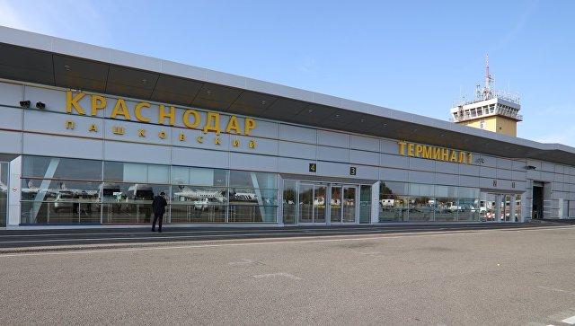 Четырехместный самолет совершил вынужденную посадку в аэропорту Краснодара