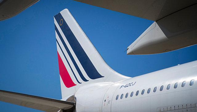 Лайнер, забиравший пассажиров экстренно севшего в Иркутске Boeing, сломался