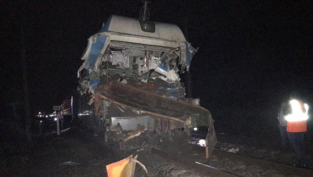 На Кубани назвали причину столкновения грузовика и поезда