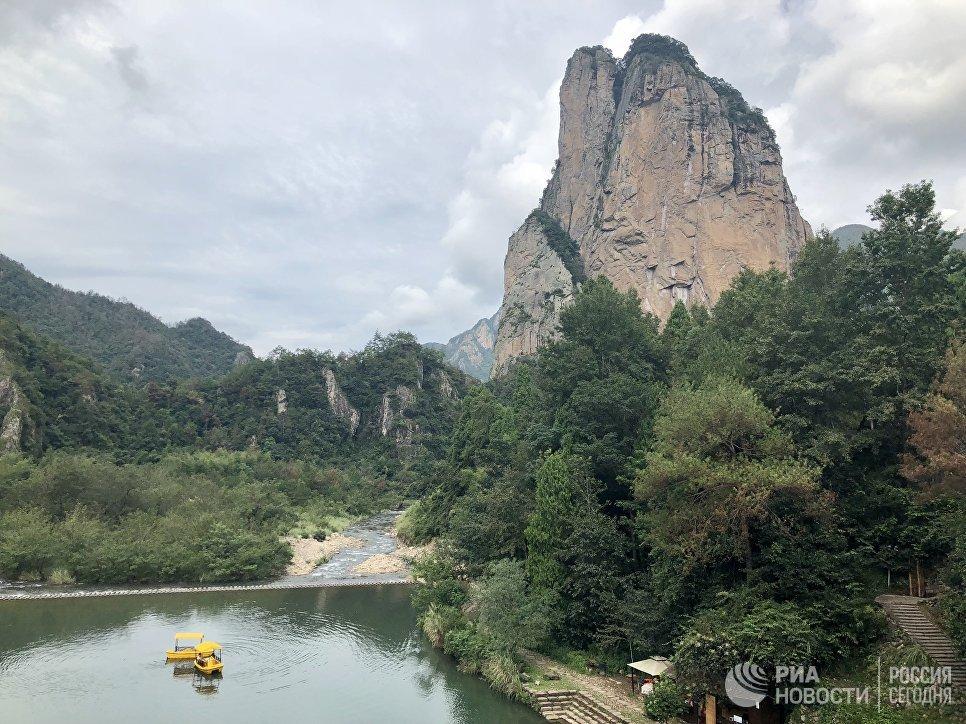 Скала Парус, пейзажный район Наньсицзян, Чжэцзян, Китай