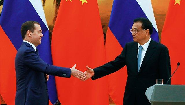 Председатель правительства РФ Дмитрий Медведев и премьер Государственного совета КНР Ли Кэцян во время встречи. 7 ноября 2018