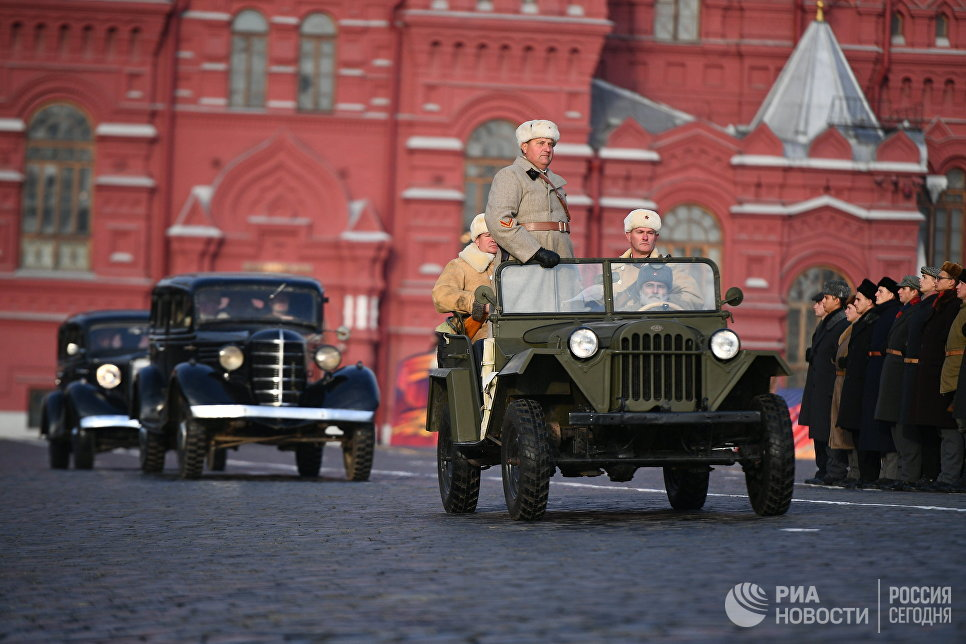 Марш, посвященный 77-летию военного парада 1941 года, на Красной площади в Москве