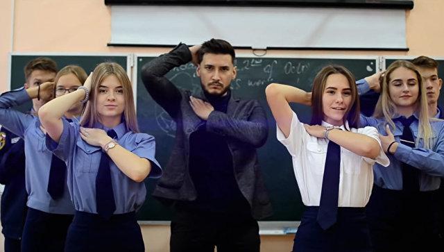 Учителя поют и ругают телеведущих: необычные каналы в соцсетях