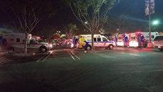Автомобили скорой помощи на месте стрельбы в городе Таузенд-Окс в Калифорнии