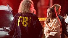 Агент ФБР на месте стрельбы в городе Таузенд-Окс в Калифорнии
