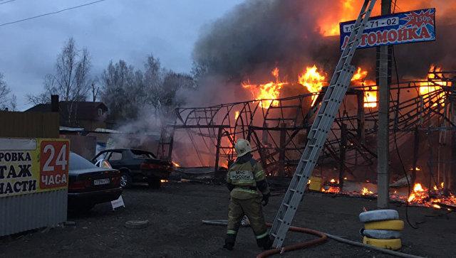 СК возбудил дело после пожара в здании шиномонтажа в Ленинградской области