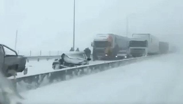 ДОН24— Под Ростовом столкнулись 13 авто: один человек умер, свидетели делятся видео