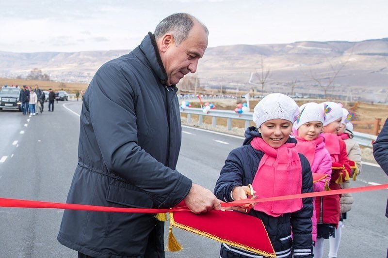 """Автодорога к курорту """"Медовые водопады"""" открылась в КЧР"""