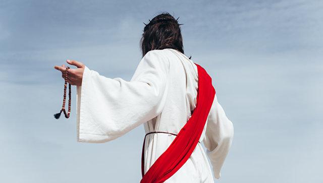 Мужчина в образе Иисуса Христа. Архивное фото