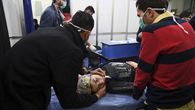Помощь пострадавшим после обстрела Алеппо снарядами с отравляющими веществами, Сирия. 24 ноября 2018