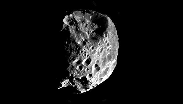 """Астрономы НАСА открыли залежи """"инопланетной"""" воды на луне Сатурна"""