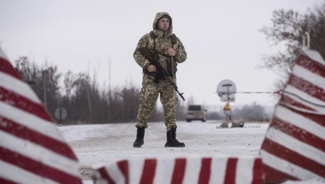 Украинский пограничник на границе с Россией. Архивное