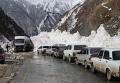 Расчистка снежных завалов на Транскавказской магистрали