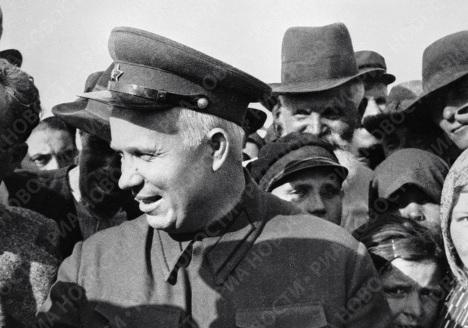 Первый секретарь ЦК КП/б/ Украины Хрущёв во время пребывания в Бессарабии