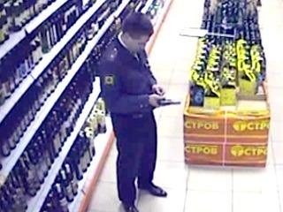 Милиционер в Москве расстрелял людей в магазине. Видео камеры слежения