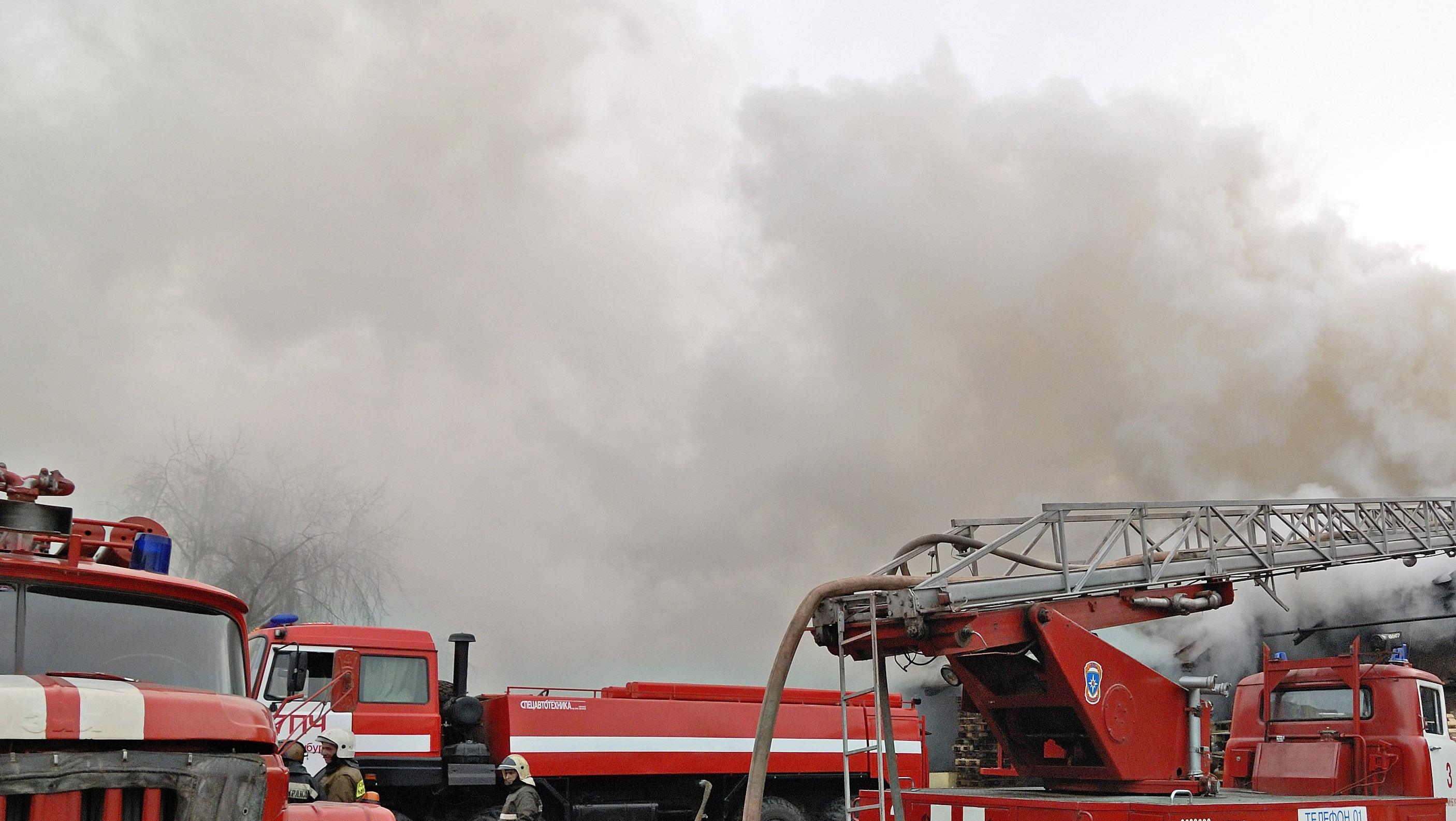 Крупный пожар в Подмосковье, горит рынок - источник
