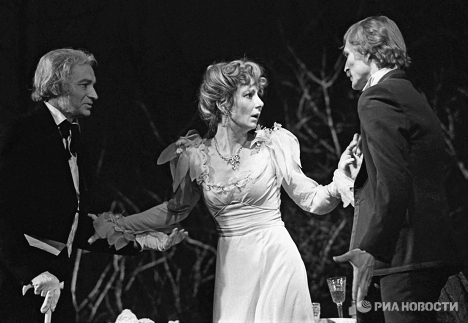 Сцена из спектакля Вишневый сад в Театре Современник