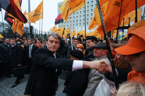 В. Ющенко подал в Центризбирком документы для регистрации в качестве кандидата в президенты Украины