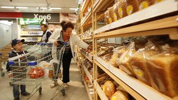 Продажа хлеба, архивное фото