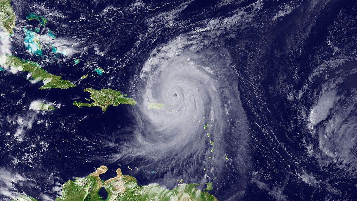 Ураган Эрл, вид из космоса. Архив