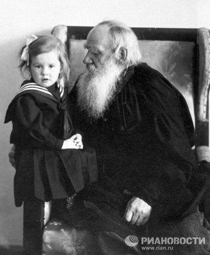 Лев Толстой с внучкой Танечкой Сухотиной