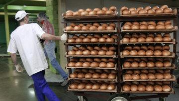 Работа линии по производству хлебобулочных изделий. Архивное фото
