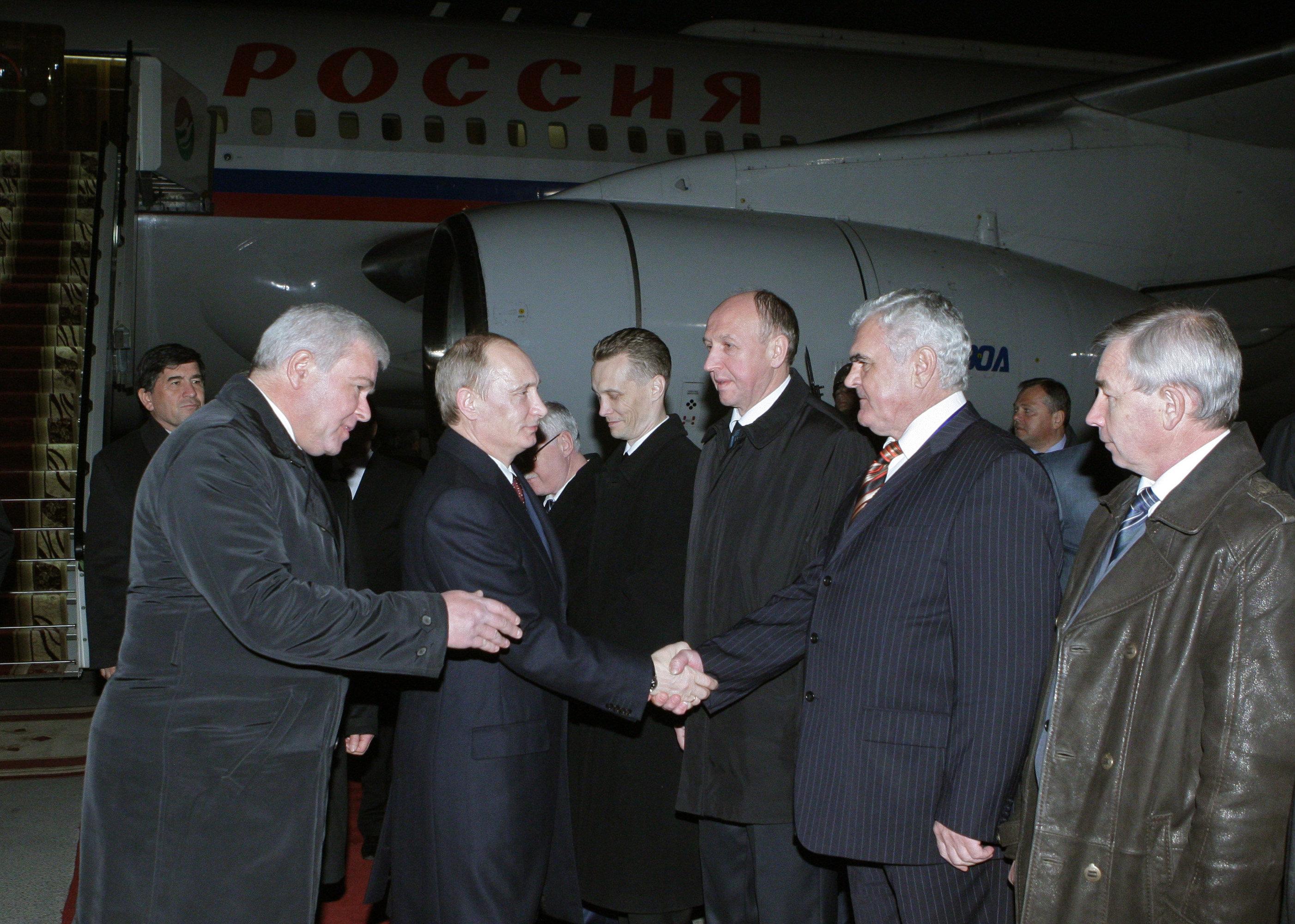 Премьер-министр РФ Владимир Путин прибыл в Душанбе