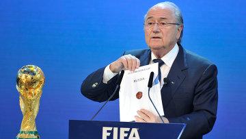 Президент Международной федерации футбольных ассоциаций (ФИФА) Блаттер объявляет Россию страной, получившей право проведения чемпионата мира по футболу в 2018 году. Архивное фото