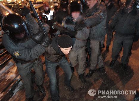 Сотрудники милиции задержали около 60 человек в центре Петербурга