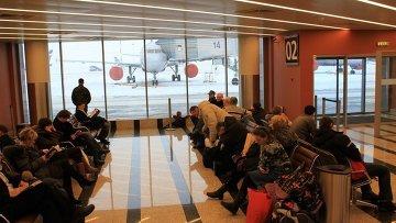 Пассажиры в аэропорту Шереметьево. Архивное фото