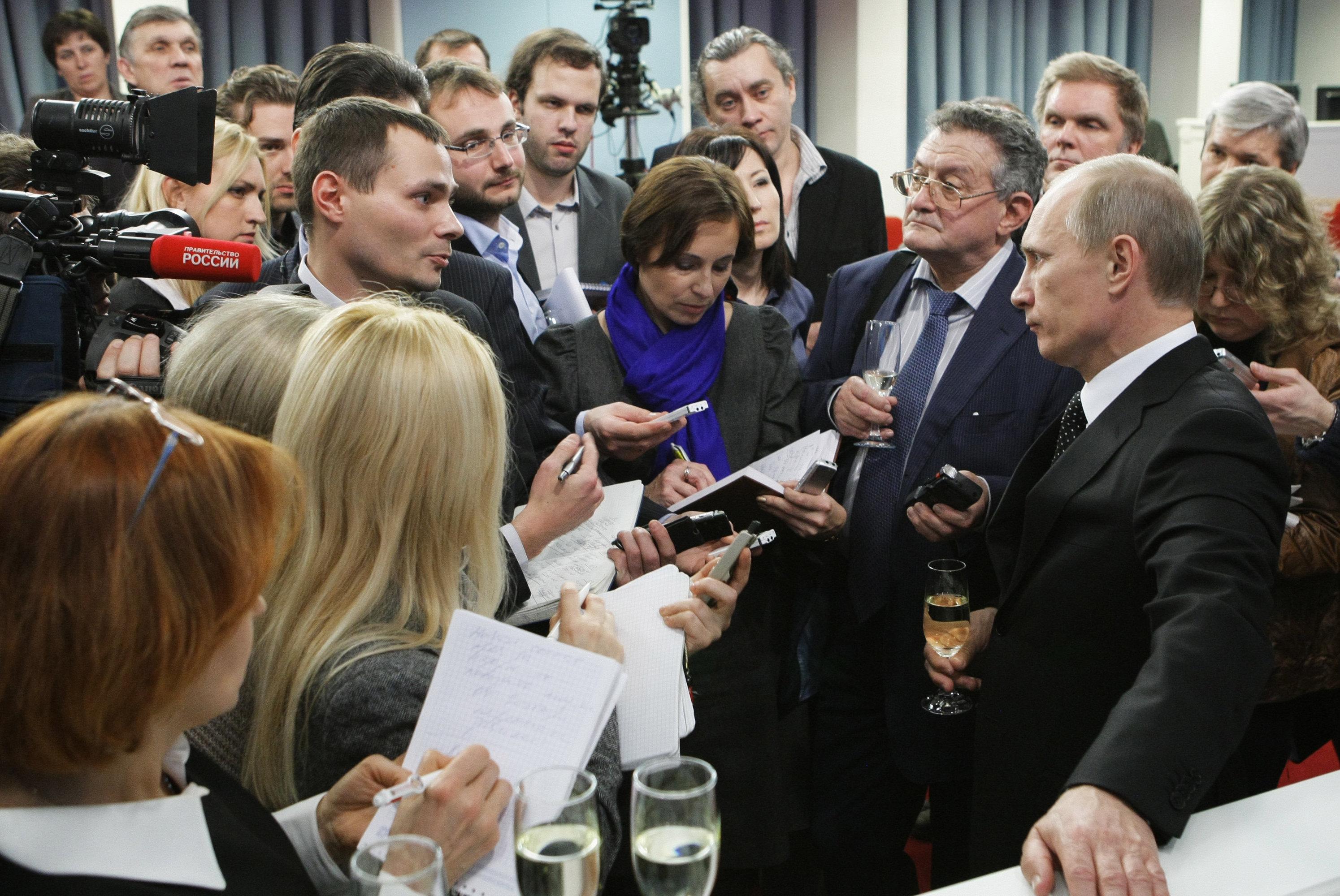 Премьер-министр РФ Владимир Путин поздравил правительственный пул журналистов с наступающим Новым годом