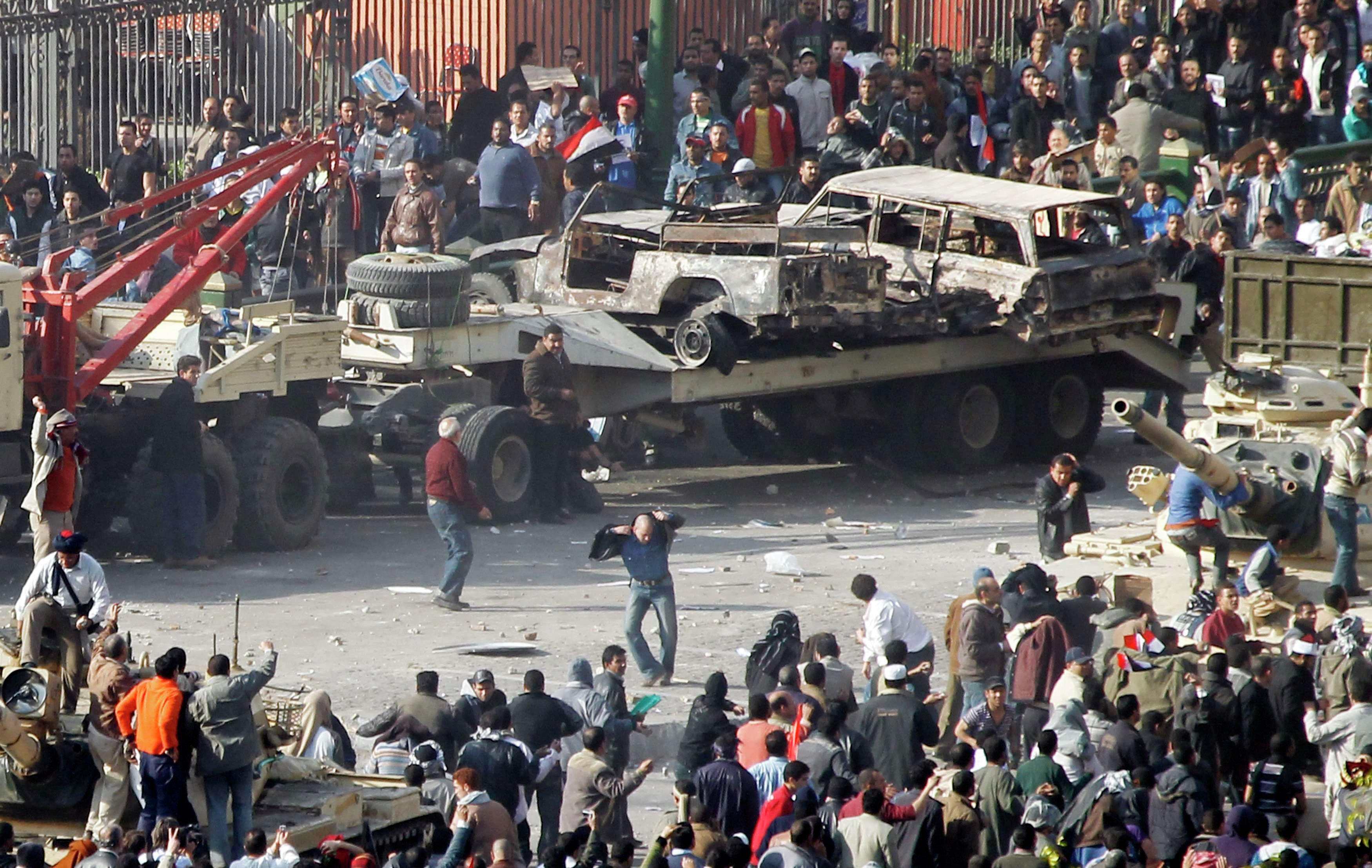 Столкновения демонстрантов в центре Каира