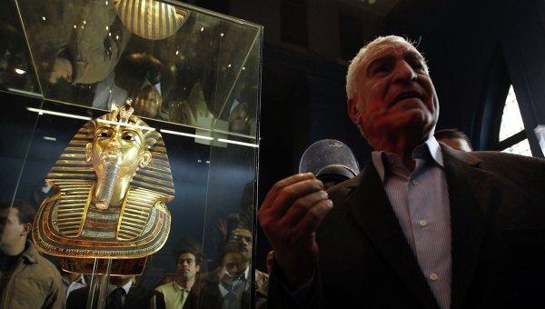 Золотая погребальная маска фараона Тутанхамона в Каирском музее