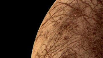 Поверхность спутника Юпитера Европы, снимок с борта зонда Вояджер-2, архивное фото