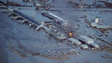 Аэропорт Сэндая, пострадавший от землетрясения в Японии