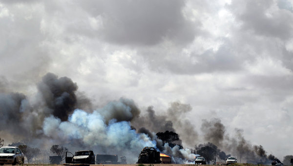 Авиаудар по дороге между Бенгази и Ajdabiyah, где располагались верные Каддафи силы
