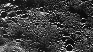 Зонд Мессенджер передал на Землю фотоальбом Меркурия