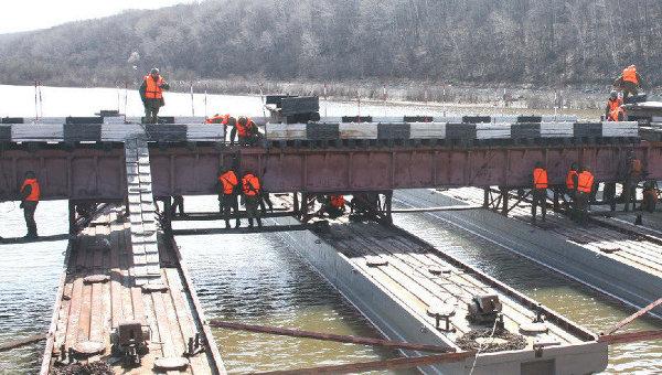 Крупнейший в РФ понтонный мост установлен под Хабаровском