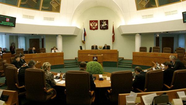 В зале заседаний Мосгордумы. Архив