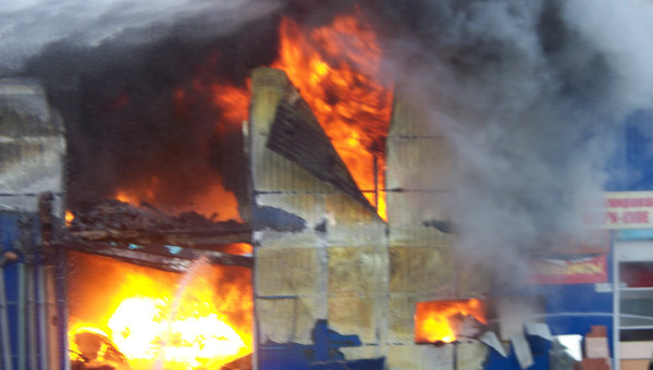Пожар на строительном рынке Каширский двор-3 в Ленинском районе