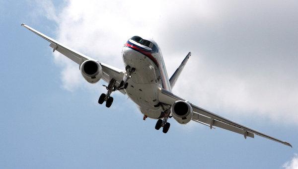 Самолет Sukhoi Superjet . Архив