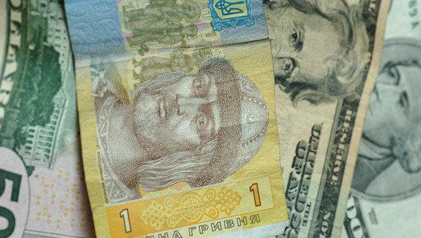 Гривны и доллары. Архивное фото