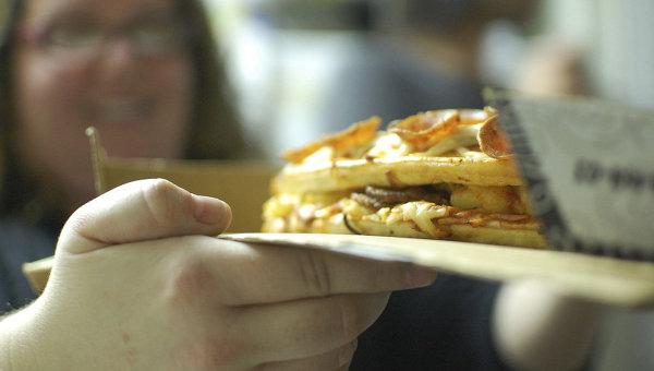Люди, страдающие перееданием, часто страдают ожирением