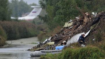 На месте крушения самолета Як-42 в поселке Туношна, архивное фото