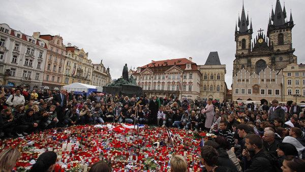 Траурные мероприятия в память о погибших в авиакатастрофе хоккеистах ярославского Локомотива проходят в Праге