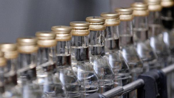 Линия по производству водки. Архивное фото