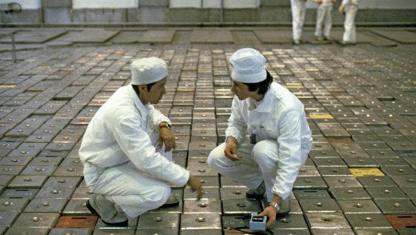 Дозиметристы на ядерном реакторе. Архивное фото