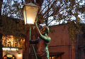 Памятник тифлисскому «лампионщику» в Грузии