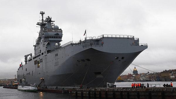 Французский военный корабль-вертолетоносец класса Мистраль. Архифное фото